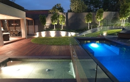 Balwyn Glass Pool fence